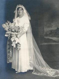 Ella May Davis nee Jackson wedding day.jpg